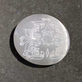 Mandala palmsteen van Seleniet / Satijnspaat