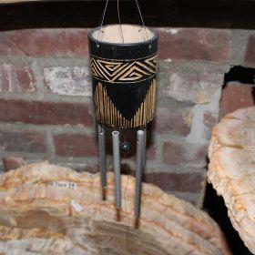 Zwarte windmobiel van bamboe