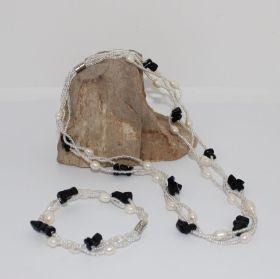 Ketting en armband van Pareltjes met Zwarte Onyx