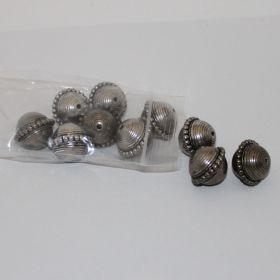 Zilverkleurige Indiaase kralen (per 10 stuks)